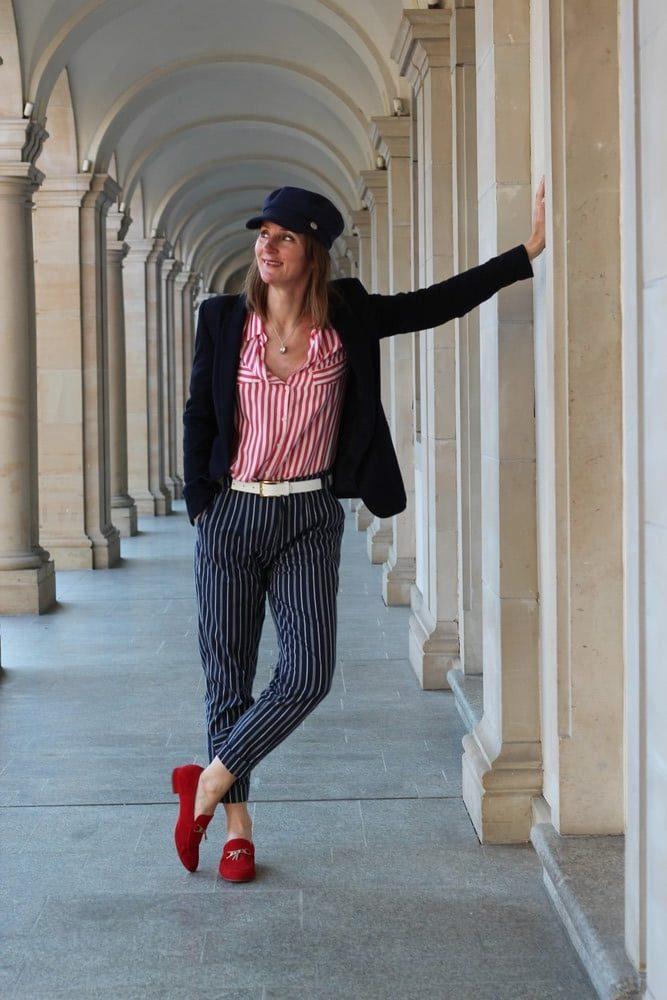 Streifenhose_Streifenbluse_Karottenhose_French-chic_Parisian_loafers-rot_blazer_blau_mode-blog-ü50_Oceanblue-style.jpg