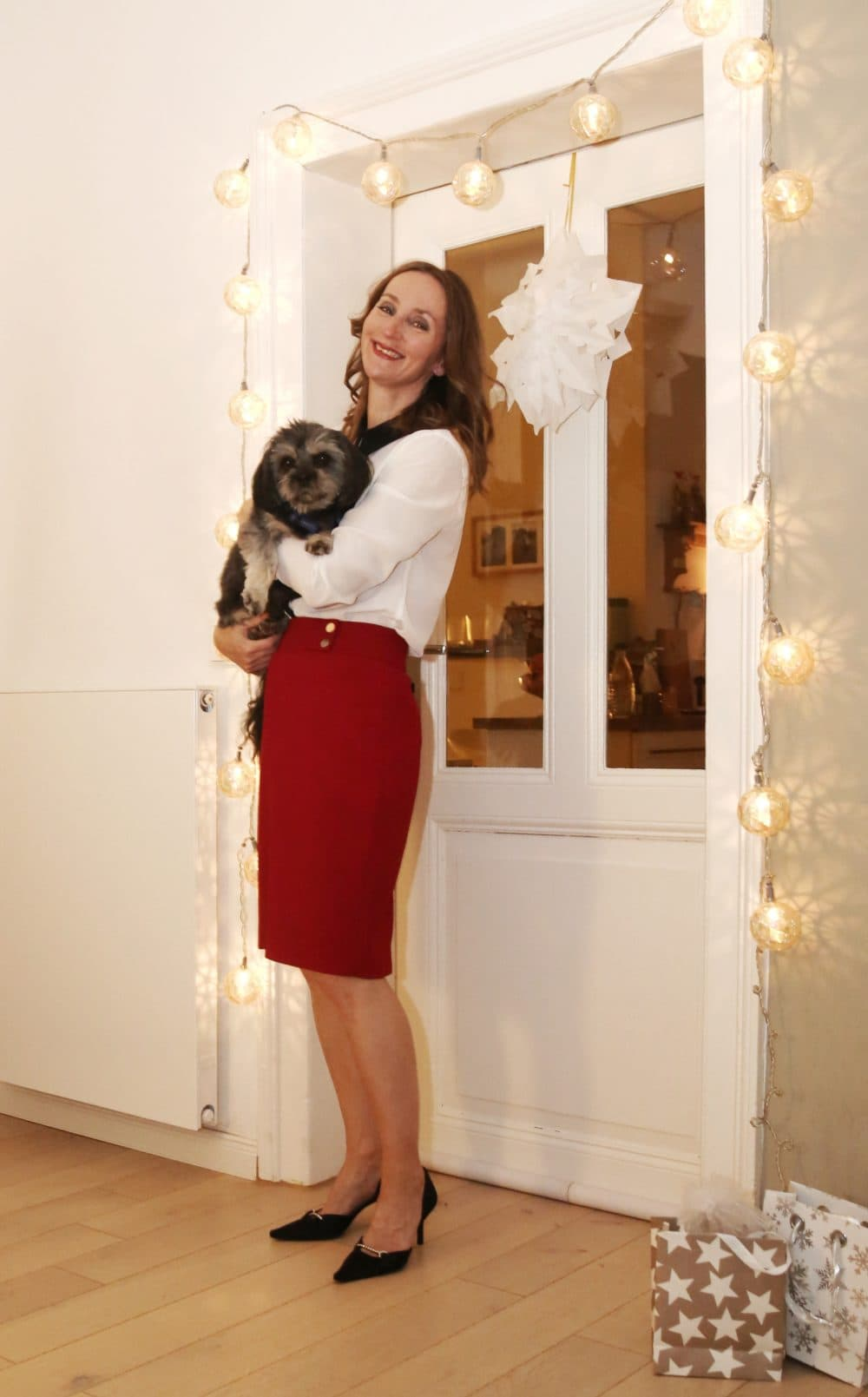 Kleinigkeiten Weihnachten-motbringsel-boss_bleistift-rock-rot_bluse_weiss_satin-pumps_mode-blog_ü50_oceanblue-style-_frankfurt (2)