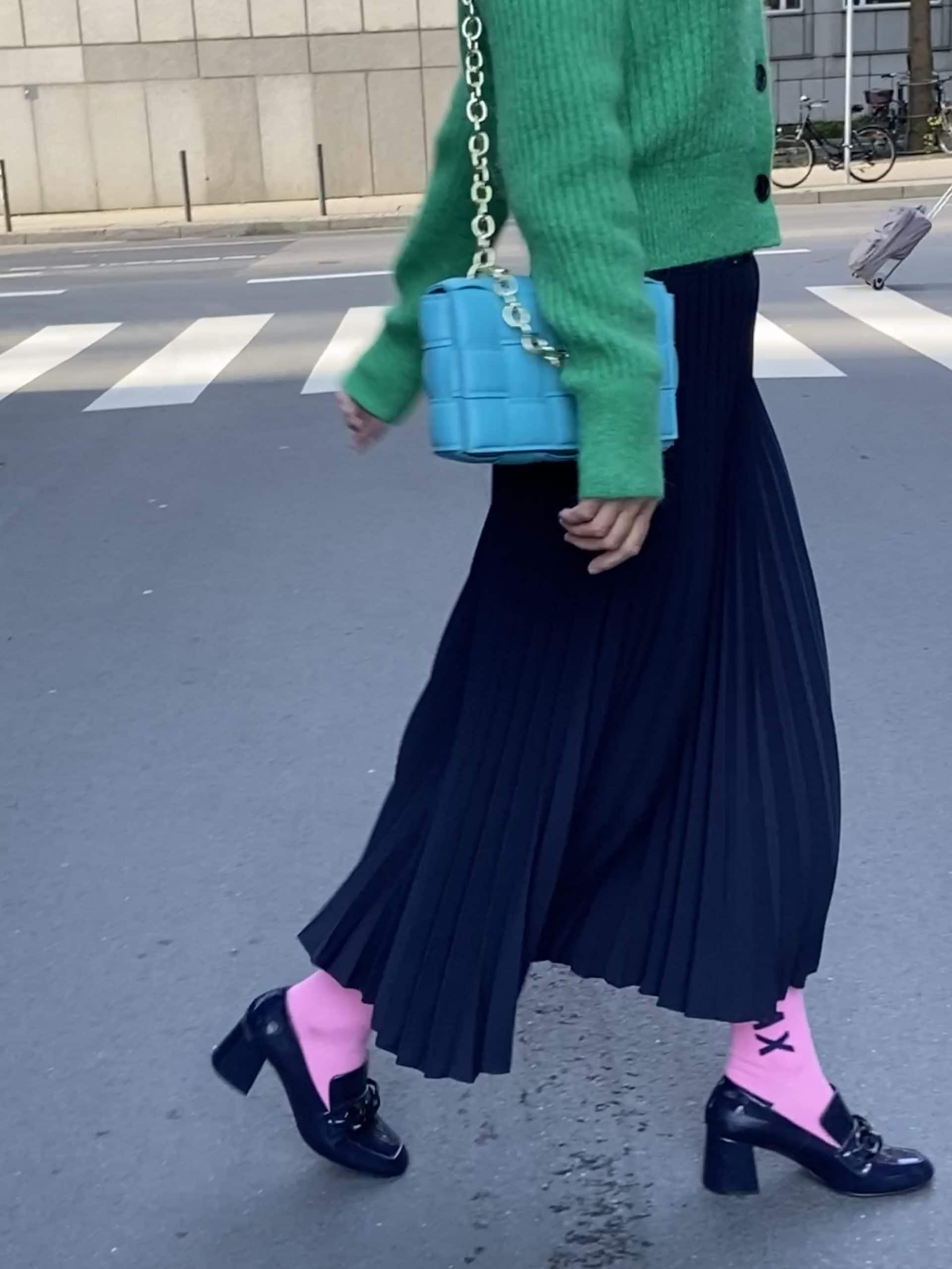 strickjacke-plissee-rock-loafers-socken-mode-blog-ue50-oceanblue-style.jpg