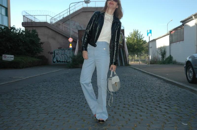 lacklederjacke-schlaghose-baum_und_pferdgarten-blog-oceanblue-style.jpg