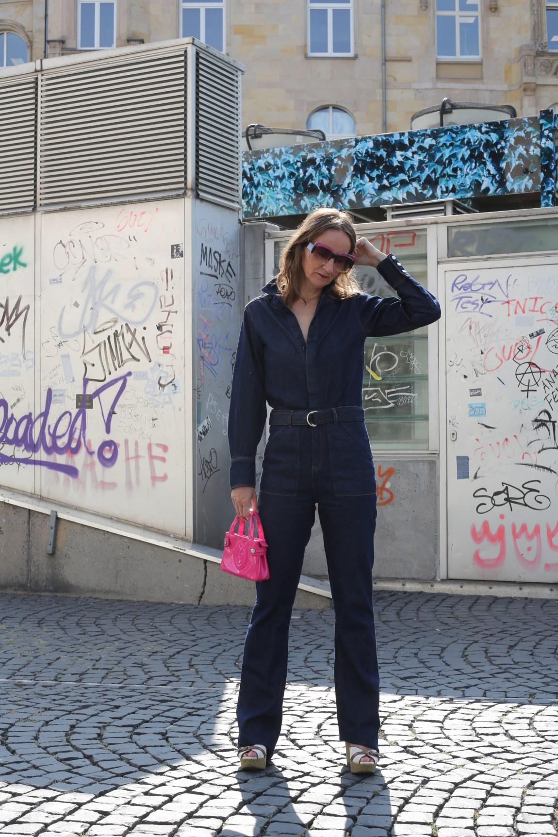 denim-jumpsuit_jeans-overall_mode-blog_ue40_oceanblue-style_frankfurt_armani_boho-tasche_bash-paris_hilfiger-sandalen (8)