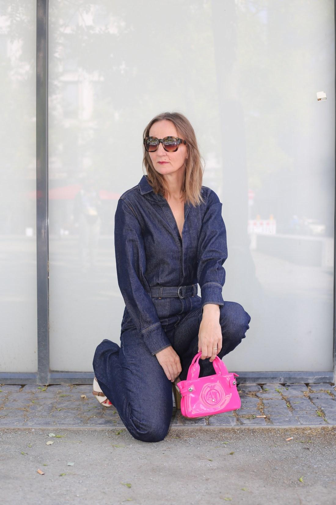 denim-jumpsuit_jeans-overall_mode-blog_ue40_oceanblue-style_frankfurt_armani_boho-tasche_bash-paris_hilfiger-sandalen (3)