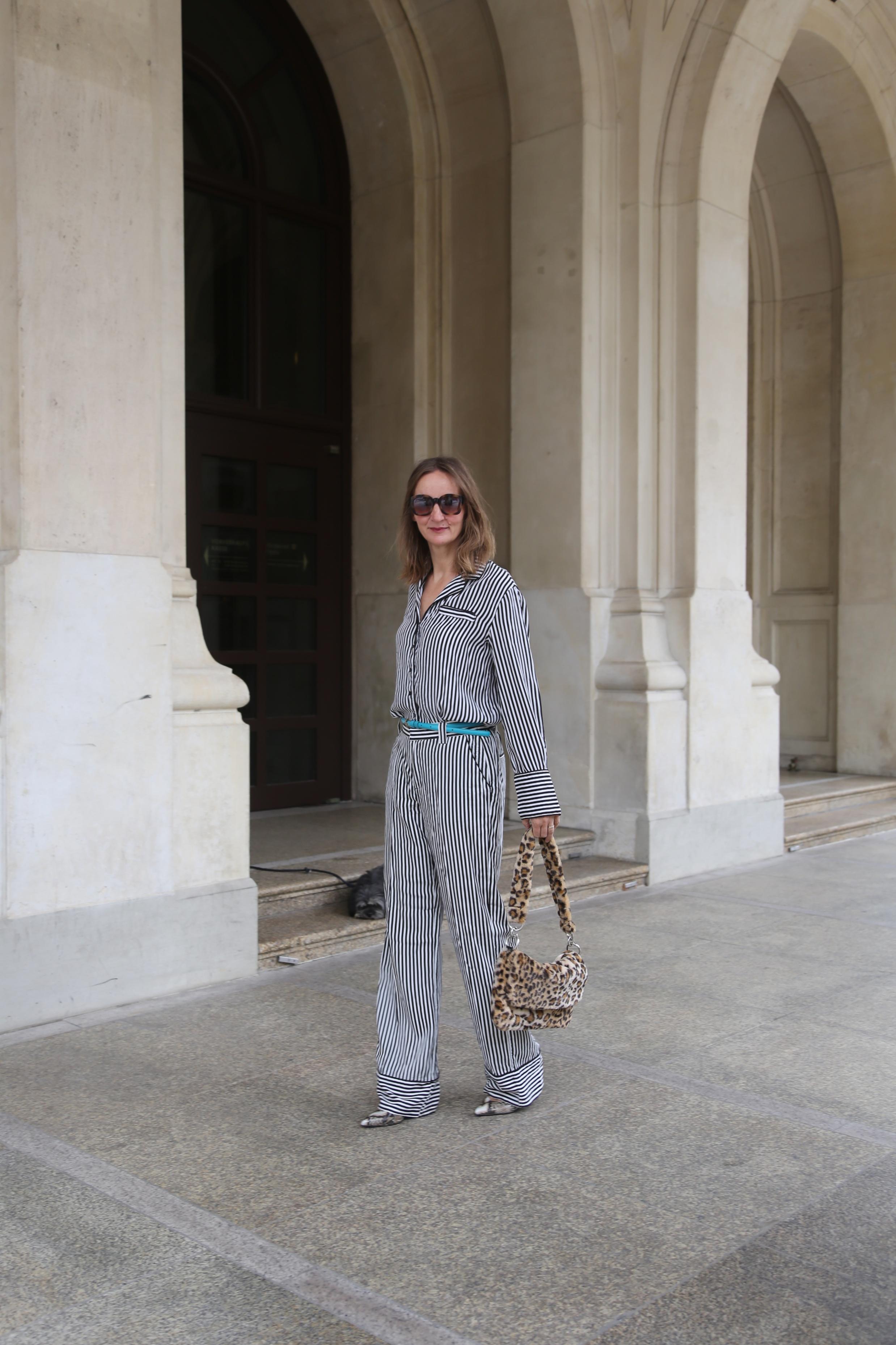 kleiderschrank-check-pyjama-look-2018_trend_weite-hose-streifen-bluse_pyjama-stil_mode-blog-ue50_frankfurt_influencer_oceanblue-style (2)-02