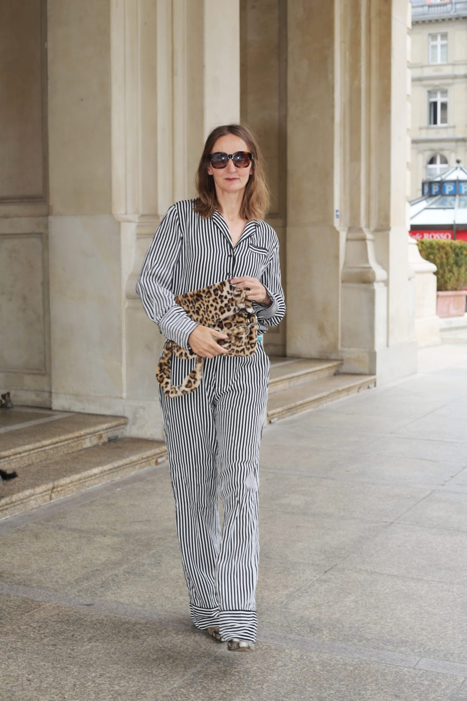 pyjama-look-2018_trend_weite-hose-streifen-bluse_pyjama-stil_mode-blog-ue50_frankfurt_influencer_oceanblue-style_leomuster_muster-mix-01-01