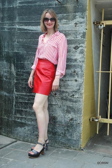rot_tragen-leder-mini-streifenbluse-blog_ue50-oceanblue-style.jpg