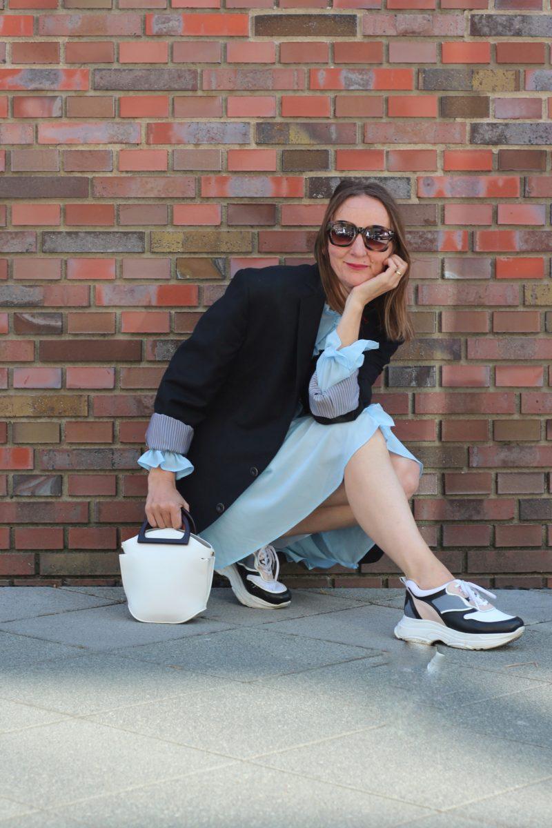 ugly-sneakers_dad_rueschenkleid_kleider_lang-blazer_mode-blog-ue40_frankfurt_oceanblue-style (3)-01