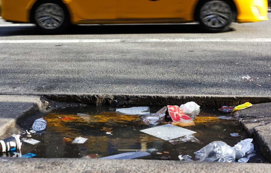 taxi-new-york-garbage-street-trash