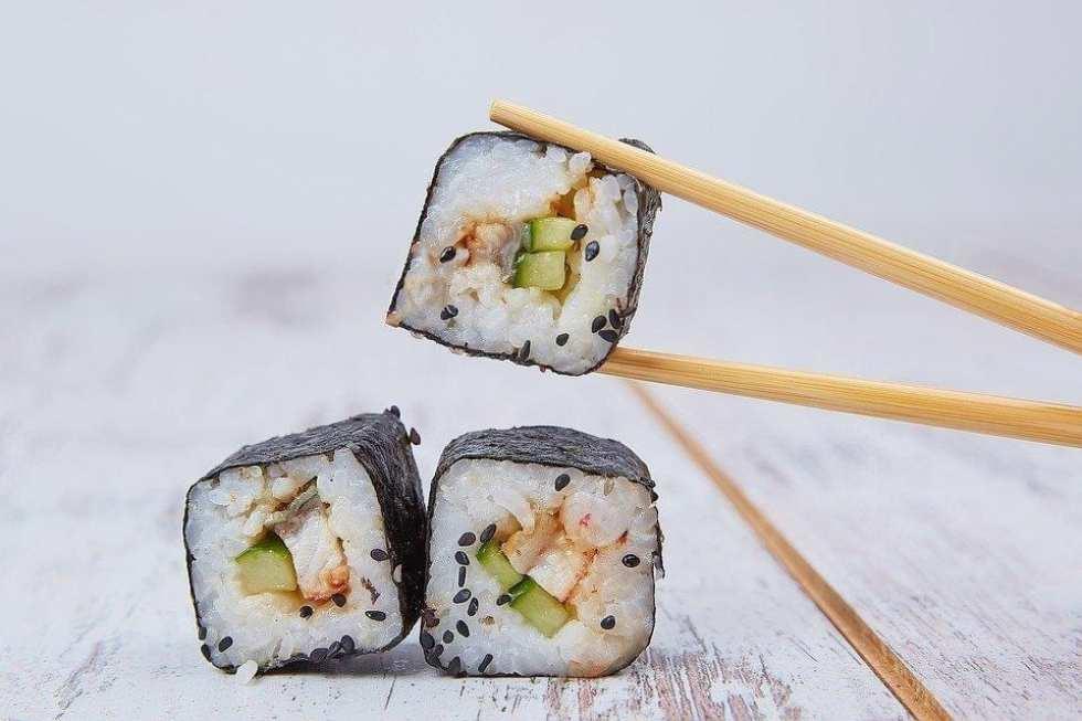 food-sushi-seafood-japan-oriental