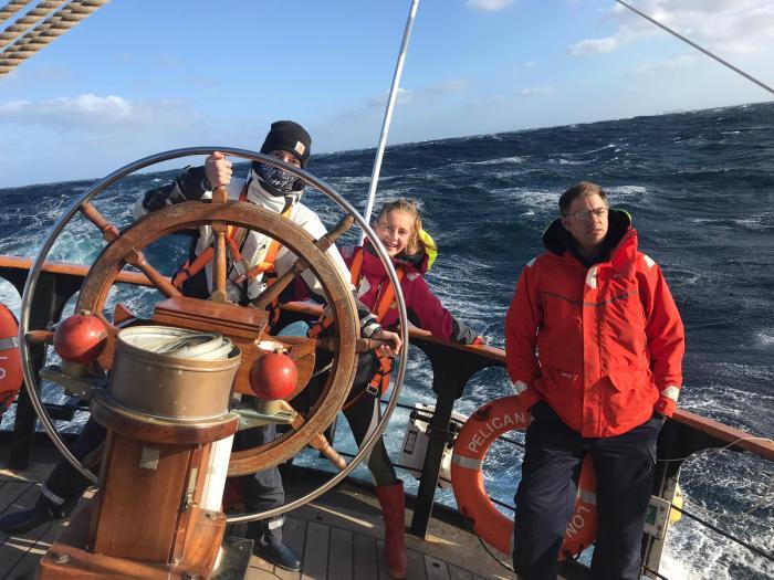 Schiffsübergabe: Hier lenken die Teilnehmer