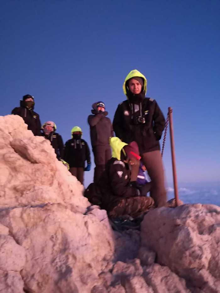 Teilnhemer stehen auf dem Teide