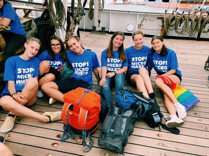 Schülerinnen auf dem Schiff bei Ocean College