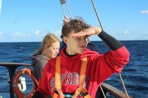 junge leute segeln