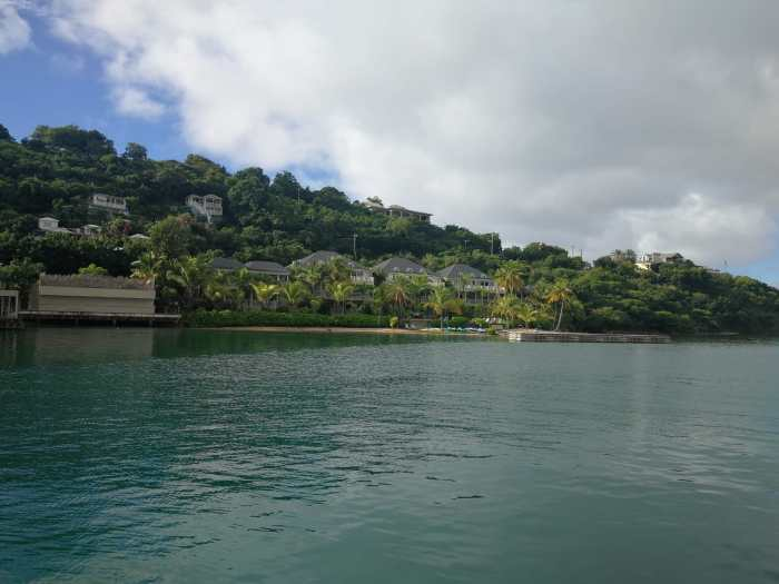 Einfahrt nach Antigua