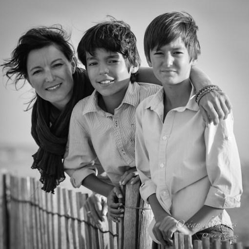 portrait d'enfants en noir et blanc photographe Chatelaillon