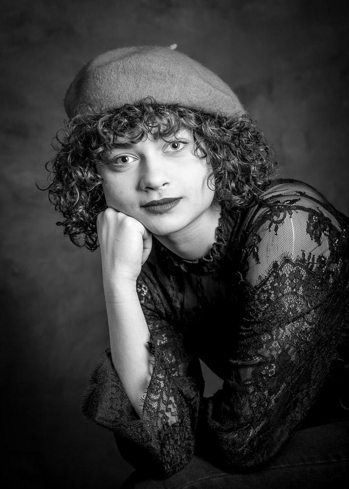 portrait jeune femme photo en noir et blanc