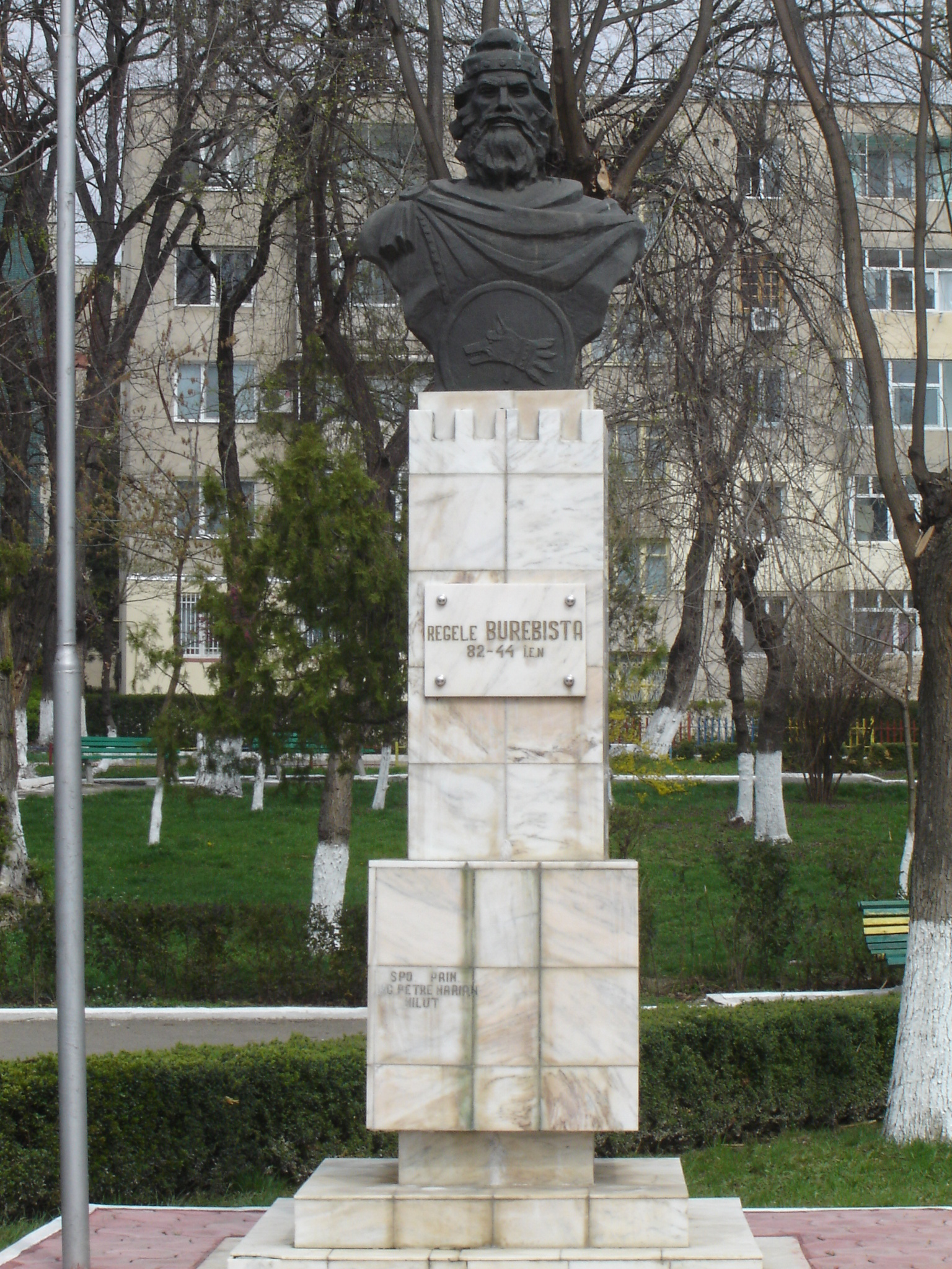 burebista_statue_in_calarasi