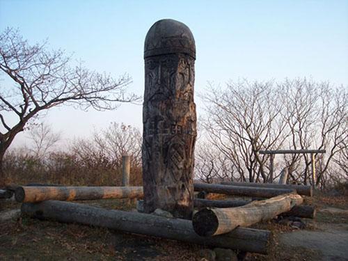 The idol from Vladivostok (Владивосток) from distance