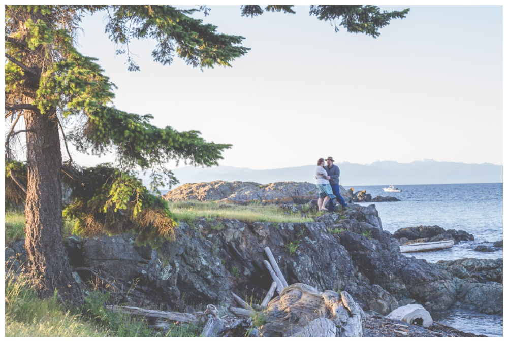 nanaimo wedding photographers engagement session at neck point