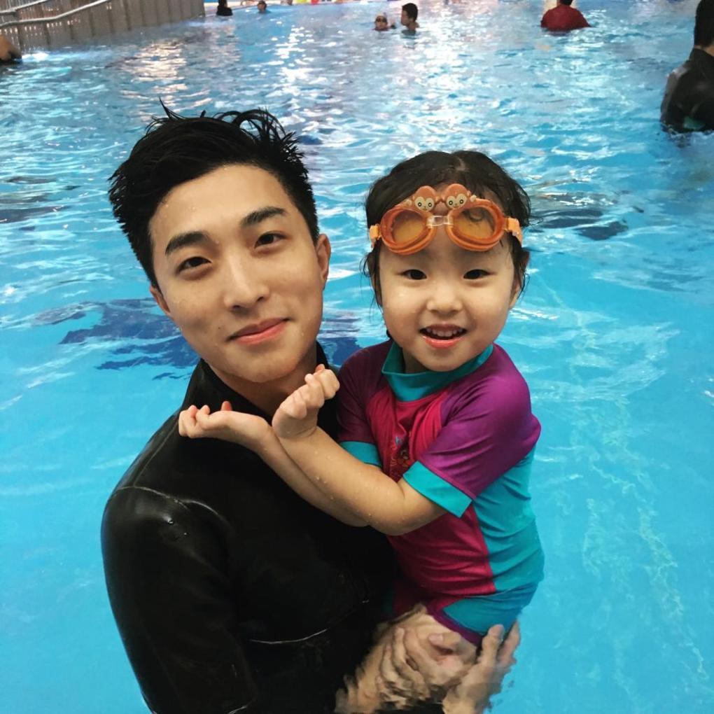 【家長必看】小朋友怕水怎麼辦?3個方法令小朋友日後學游水更輕鬆!