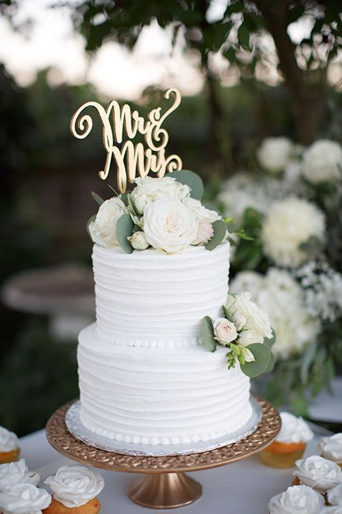 9 Stunning Wedding Cake Ideas   The Oceanview of Nahant simple cake 2