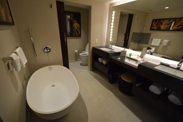 Hilton Hokulani bathroom - timeshare resale in hawaii