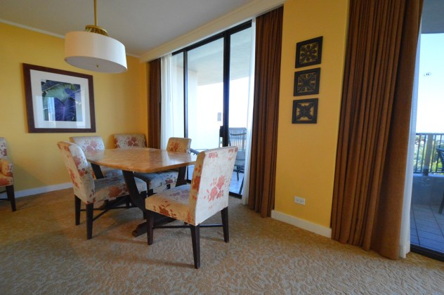 Dining area of lagoon tower ocean front timeshare unit