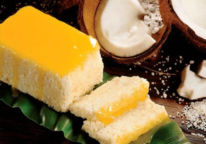 Cuscus de tapioca com leite de coco e calda de damasco