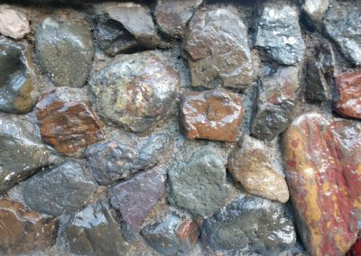 Authentic Rock Wall with stone textured concrete wall cap concrete stamping on the Oregon Coast.