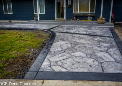 Appalachian Flagstone with 8″ stone textured border & 8″ stone faced curb.