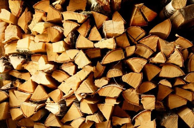 Подготовленные к использованию дрова