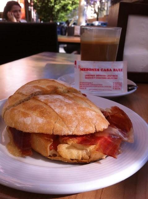 34 bares de Sevilla en los que puedes tomar un buen desayuno