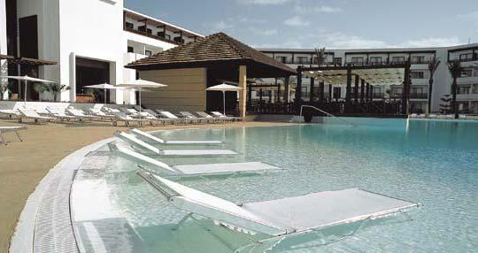 Terraza y piscina del lujoso Hesperia de Puerto Calero, Lanzarote