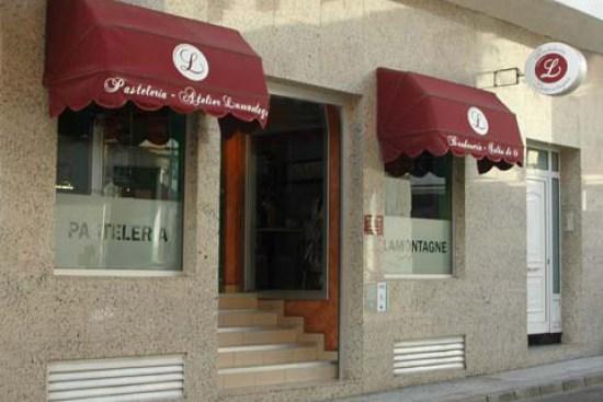 Fachada de Cafetería-Pastelería Lamontagne en la calle José Antonio de Arrecife, Lanzarote