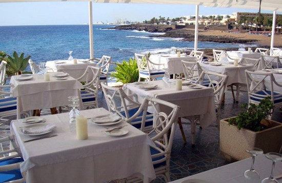 Terraza del restaurante Villa Toledo de Costa Teguise, Lanzarote