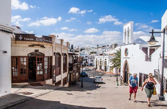 Vista de la entrada a La Taberna de Nino, restaurante de tapas y pinchos en Puerto del Carmen