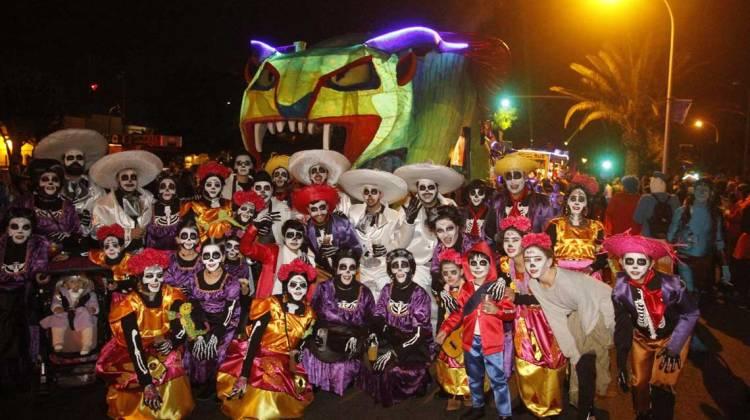 El público del Carnaval, encantado con el Desfile de Carrozas