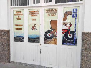 local-dromedary-by-bike