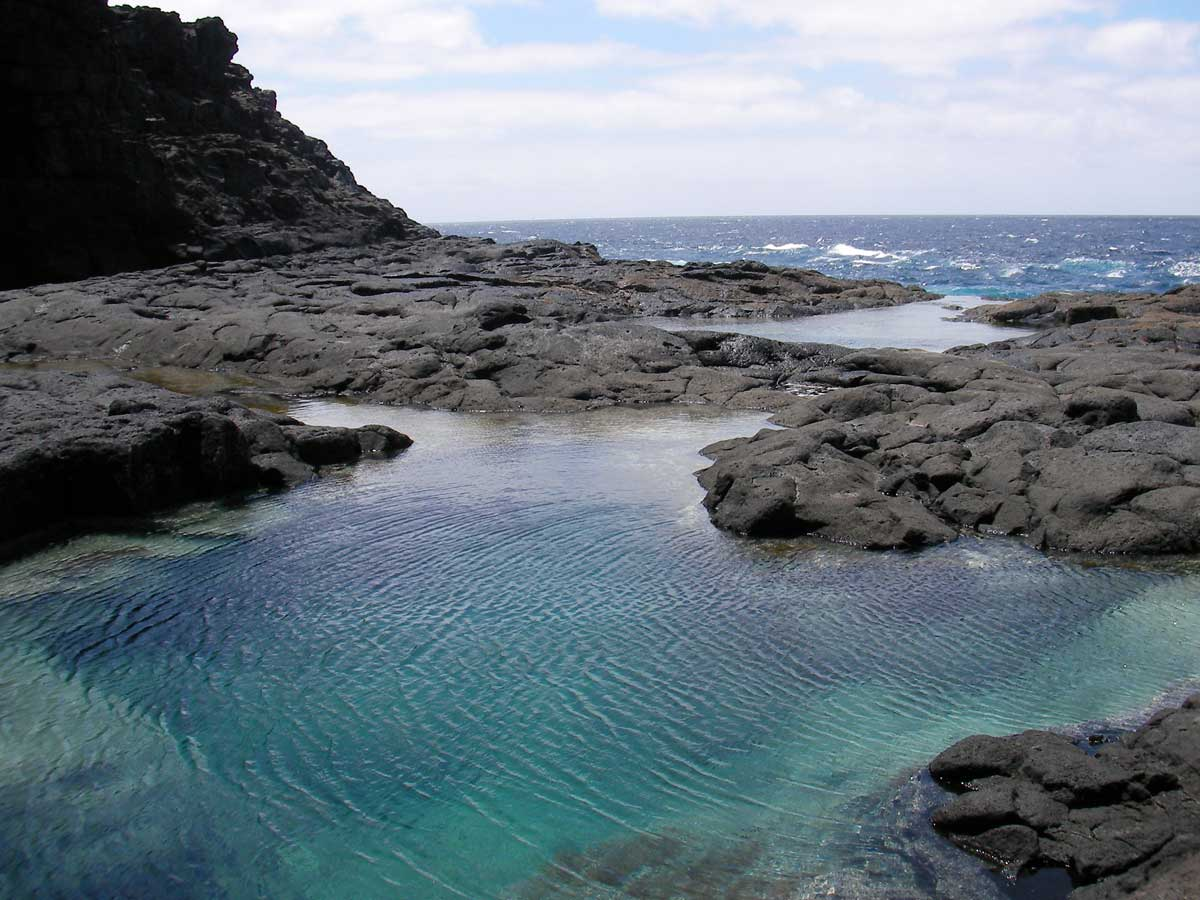 Piscinas naturales de los charcones ocio lanzarote for La isla rascafria piscina natural