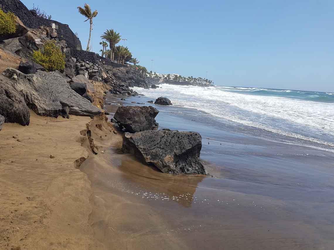 La tormenta Emma deja sin arena las playas de Puerto del Carmen