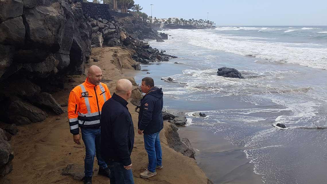 la tormenta emma deja las playas de puerto del carmen sin arena
