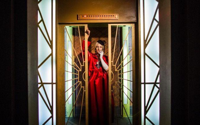 Actiz que interpreta a Lady Gaga en el pasaje de AHS (fuente Blog oficial HHN)