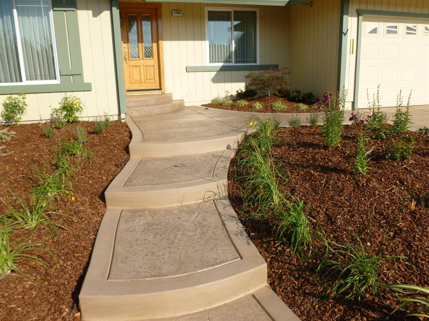 2012 | Turned Earth on Concrete Front Yard Ideas id=63413