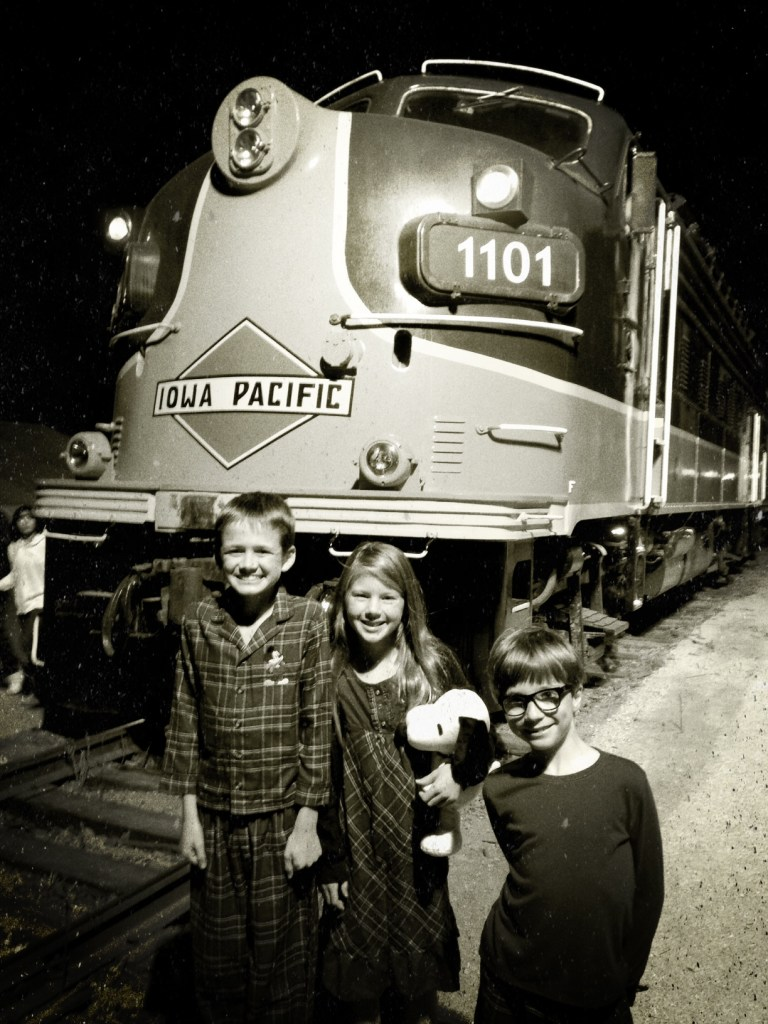 Train-to-Christmas-Town-01