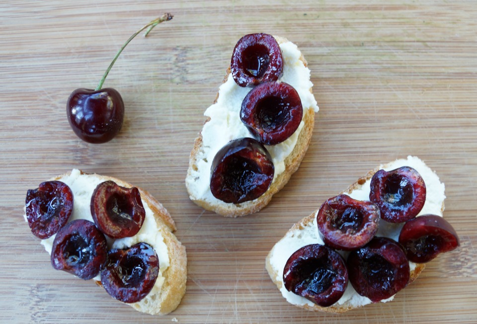 cherry-bruschetta-4