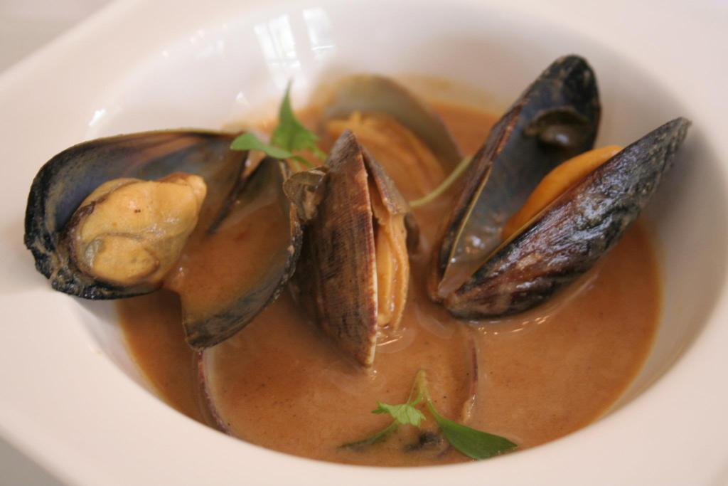 Dum Teesrio - Mussels in a tomato broth with a punch of curry and garlic