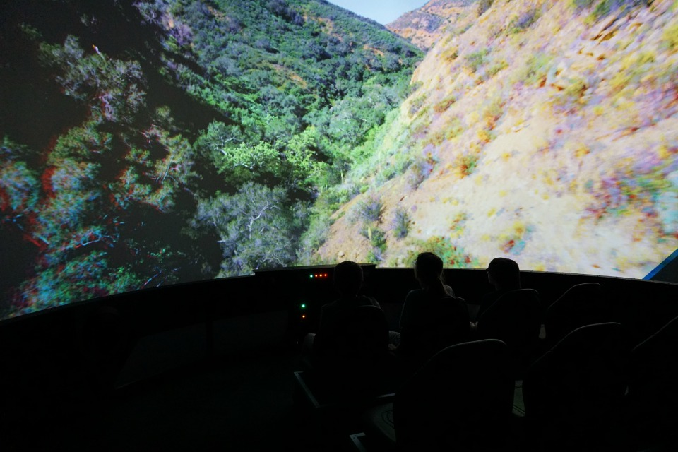 Flying over Orange County on the airplane simulator #DiscoveryCubeMoms #DiscoveryCubeOC