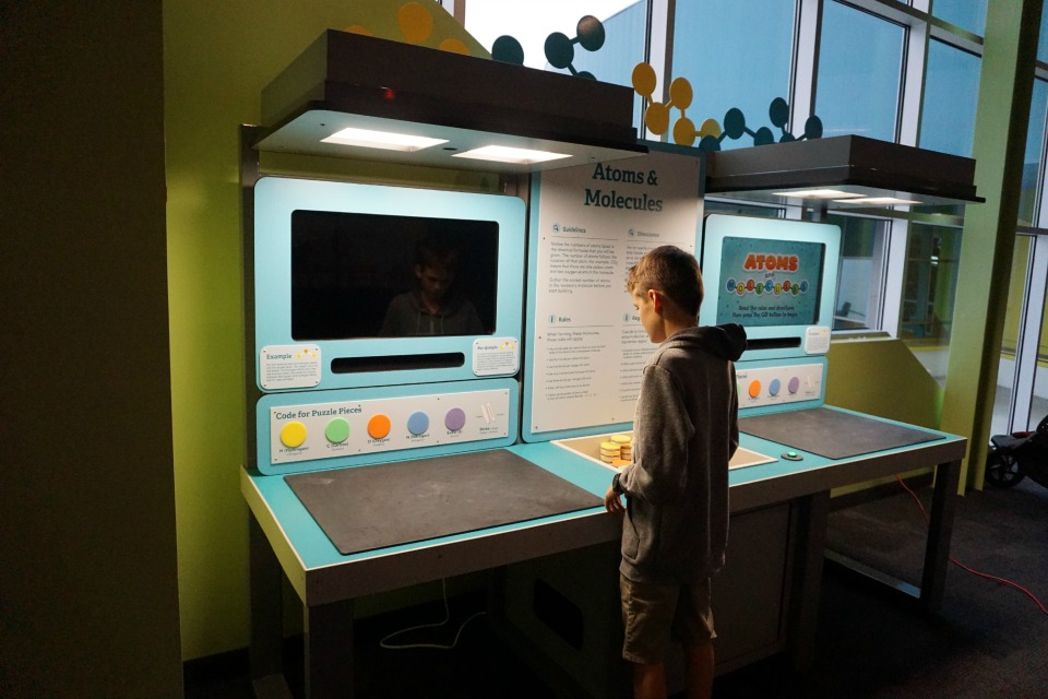 Learning about atoms and molecules #DiscoveryCubeMoms #DiscoveryCubeOC #Science