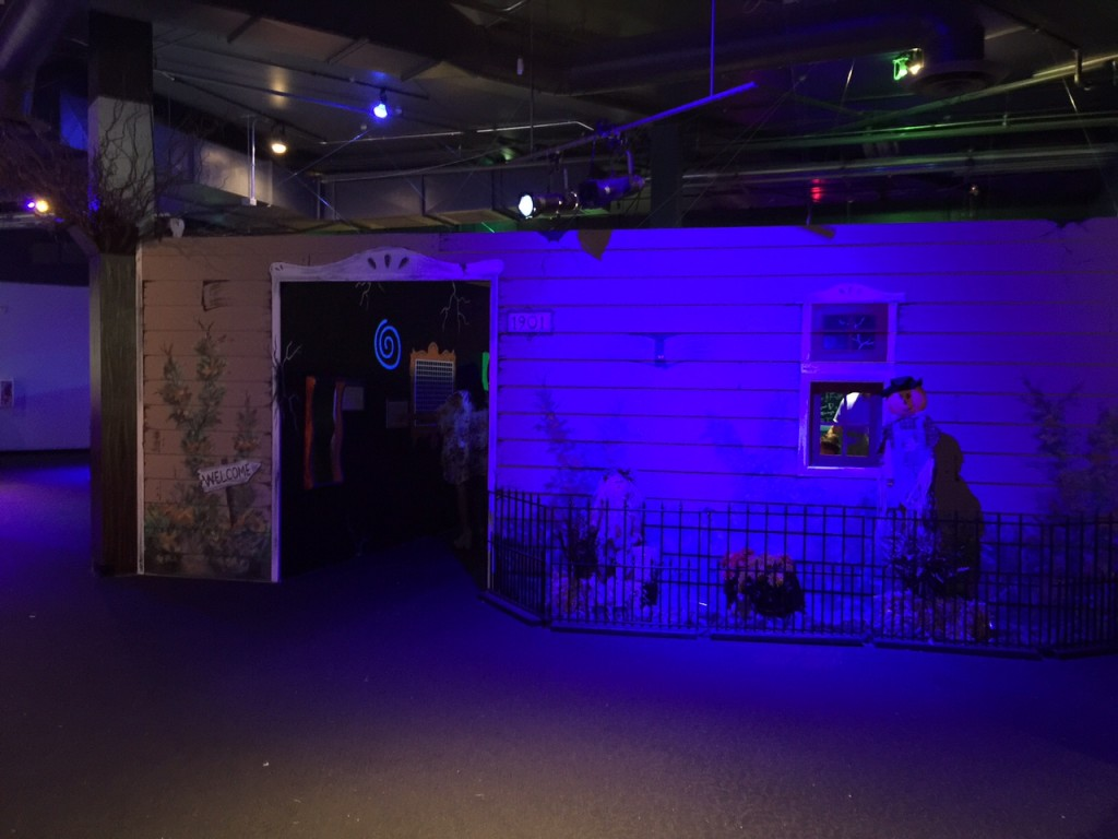 Haunted house at Discovery Cube OC #DiscoveryCubeMoms