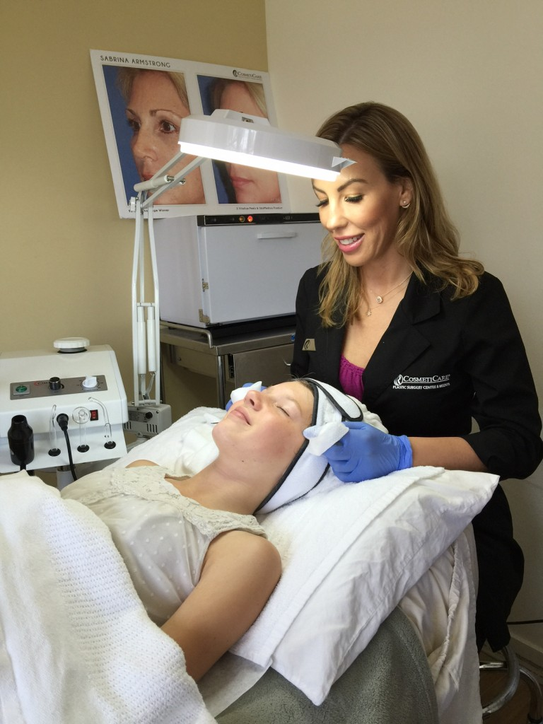 Relaxing CosmetiCare Facial