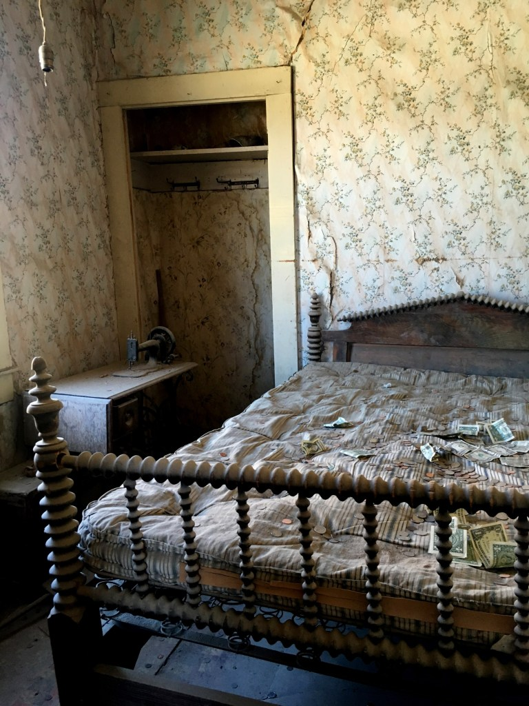 A bedroom in Bodie